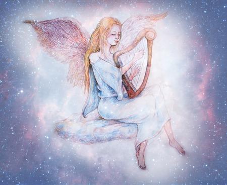 별이 빛나는 하늘에 둘러싸인 구름에 앉아 아름 다운 부드러운 천사 재생 하프.