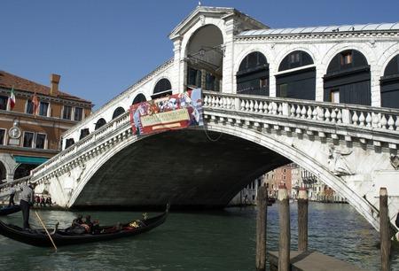 rialto bridge: Gondola boat by Rialto bridge at Grand Channel in Venice Editorial