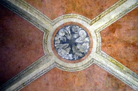 painting wall: Religiosa pintura antigua muralla en el techo en Venecia
