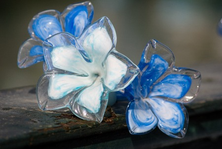 Hand maded murano glass figures of flowers Imagens