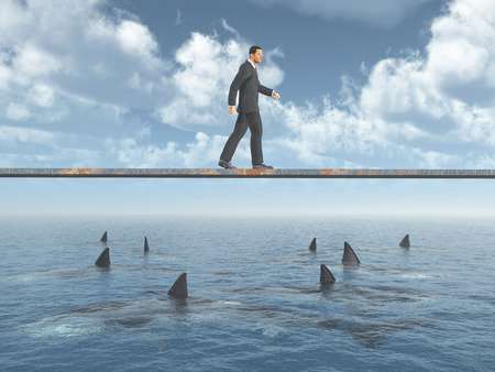 Homme d'affaires marchant sur une planche sur l'océan avec les grands requins blancs