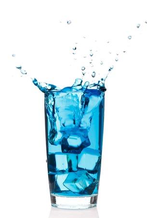 acqua bicchiere: Bicchiere di acqua con ghiaccio