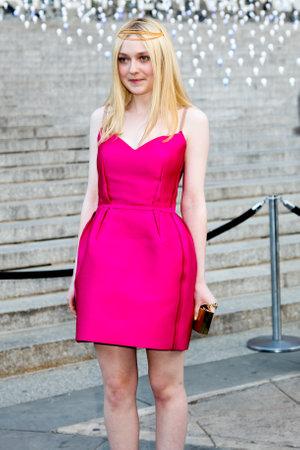 4 月 17 日ニューヨーク: ニューヨークのトライベッカ映画祭 2012 年 4 月 17 日バニティ ・ フェアのパーティーに出席するダコタ ・ ファニングします