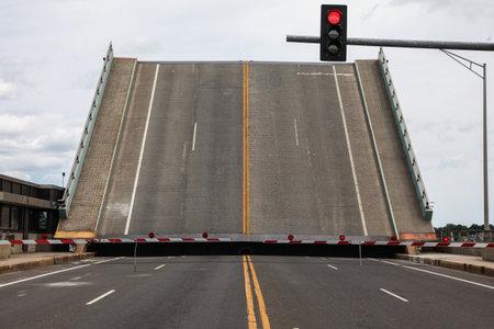 NORWALK - AUGUST 6: Open street movable bridge near The Maritime Aquarium and IMAX Theatr building  as seen in Norwalk , CT on August 6, 2017. Redakční