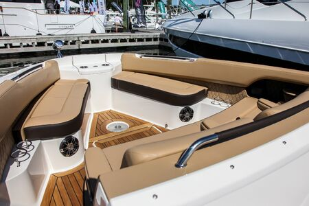 NORWALK, CT, USA - SEPTEMBER 19, 2019: New 2020 Sea Ray 400 SLX shoving on Progressive Norwalk Boat Show Day 1 From September 19-22, 2019. 報道画像