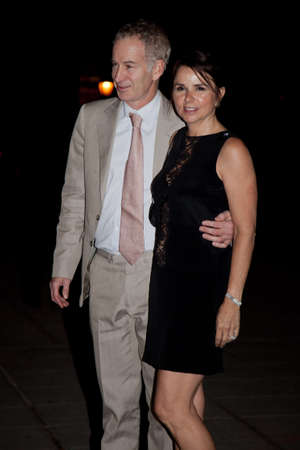 NEW YORK, NY - APRIL 21, 2009: John McEnroe and wife Patty Smyth attend the Vanity Fair party during the 8th annual Tribeca Film Festival at the State Supreme Courthouse. 新聞圖片