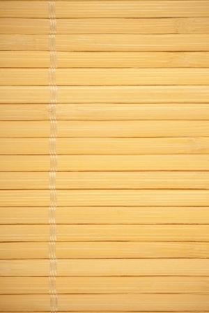 margen: palos de madera de fondo amarillo hilo, entre el margen y el fondo Foto de archivo