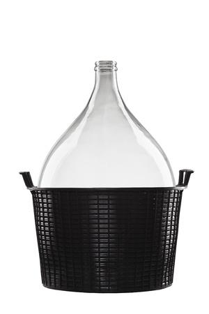 demijohn in zwart mand geà ¯ soleerd op een witte achtergrond, mandfles