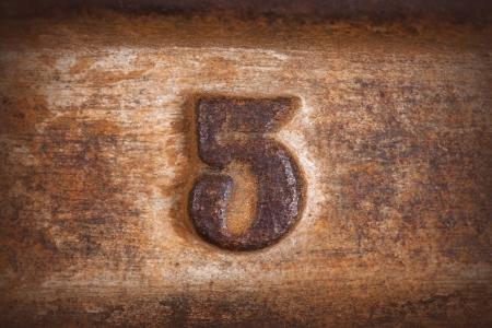 nummer vijf achtergrond op oud roest plaat achtergrond