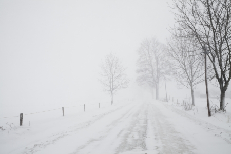 blizzard on road, winter weather, snowstorm, white snow landscape Stockfoto