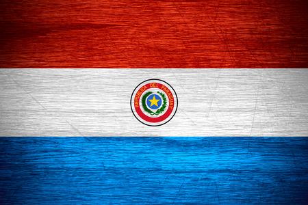 bandera de paraguay: Paraguay bandera o estandarte paraguaya en textura de madera