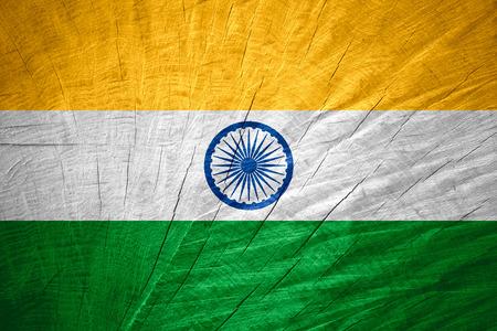 drapeau inde: Inde drapeau ou une banni�re sur la texture bois