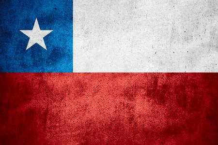 bandera chilena: bandera de Chile o la bandera chilena en el patr�n de �spera textura de fondo Foto de archivo