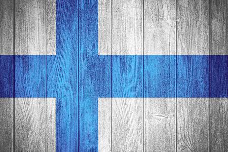 bandera de finlandia: Finlandia bandera o estandarte finlandesa sobre fondo de madera tableros