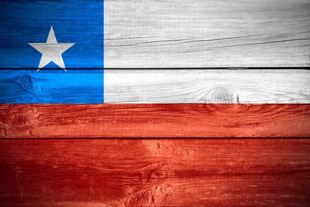 bandera chilena: bandera de Chile o la bandera chilena en el fondo de madera Foto de archivo