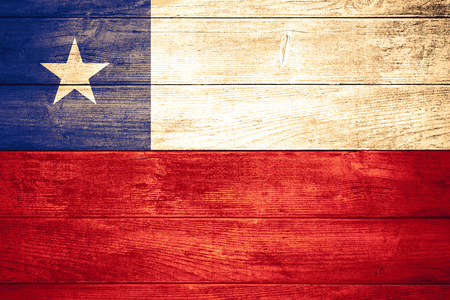 bandera chilena: flag of Chile or Chilean banner on wooden background Foto de archivo