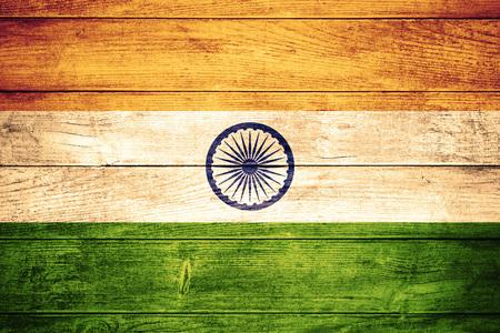bandera de la india: bandera de la India o la bandera en el fondo de madera