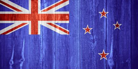 bandera de nueva zelanda: bandera de Nueva Zelanda o la bandera en el fondo de madera