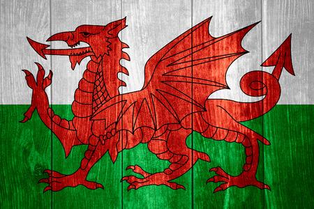bandiera del Galles o gallese bandiera su fondo in legno