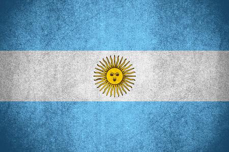 Flagge von Argentinien oder argentinischem Banner auf rauer Musterstruktur Standard-Bild
