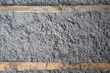 celulosa: aislamiento de celulosa ecológico hecho de papel reciclado para la construcción de edificios, aislamiento de paredes, aislamiento del techo, aislamiento de pisos, casa caliente, la preservación del calor, ahorro de energía