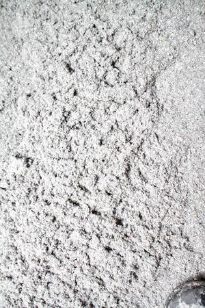 celulosa: aislamiento de celulosa ecológico hecho de papel reciclado para la construcción de edificaciones, aislamiento de paredes, aislamiento del techo, aislamiento de suelos, papel de periódico reciclado, casa caliente, la preservación del calor, ahorro de energía