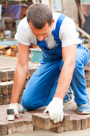 professionally: the master paves the paving slab professionally