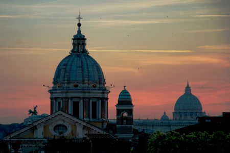 st  paul   s cathedral: Evening view of Rome, in background the dome of St Paul s Cathedral, Italy Stock Photo