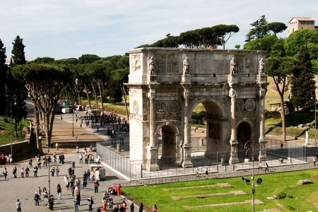constantino: The Triumphal Arch of Constantine at the coliseum, Rome, Italy