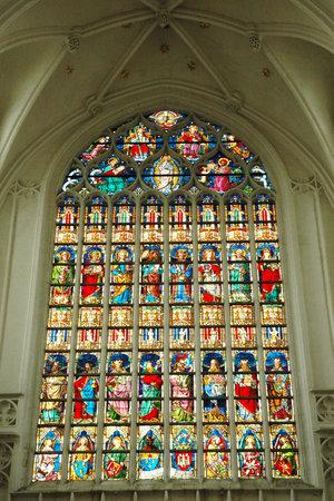 vetrate colorate: ANVERSA, BELGIO, 1 settembre 2005 - Bella vetrate della cattedrale di Anversa Editoriali