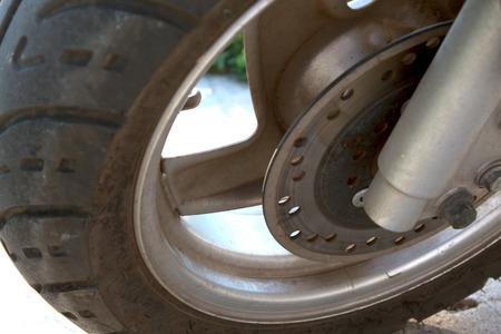 frenos: ruedas scooter con unos frenos