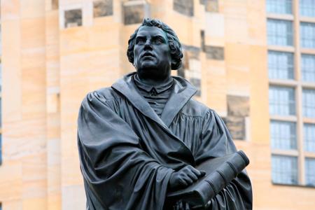 Het monument van Martin Luther in Dresden (Duitsland