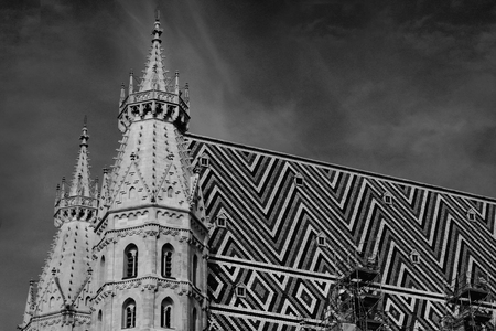 innere: detail of architecture on st. Stephen cathedral in Vienna, Austria in bw