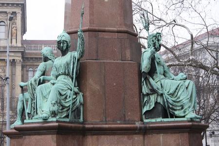 Standbeeld van Istvan Szechenyi, een van de grootste staatslieden van de Hongaarse geschiedenis, Boedapest. Het standbeeld van de Hongaarse beeldhouwer Joseph Engel werd ingehuldigd op 23 mei 1880.