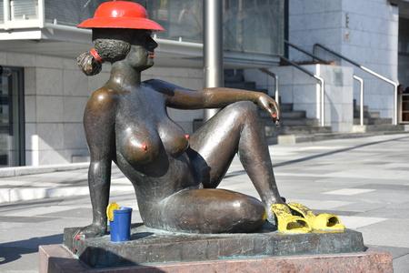 statue of nude woman Redakční