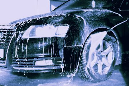 washing the car with flowing water and foam.