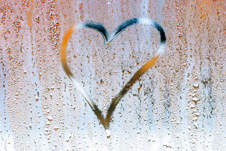 ahogarse: Ahogar el coraz�n en el cristal, s�mbolo del amor