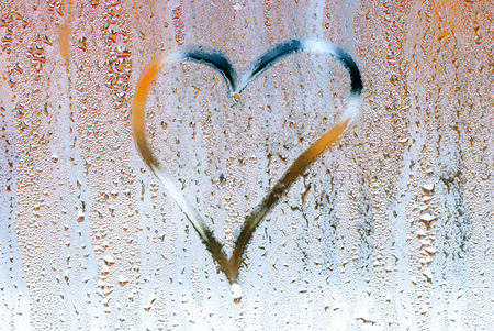 drown: Drown heart on the glass , symbol of love