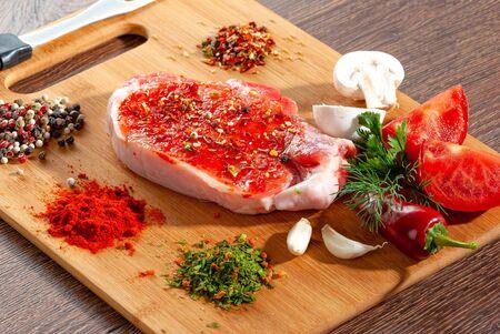 Raw beef steak on a dark wooden table close-up Zdjęcie Seryjne