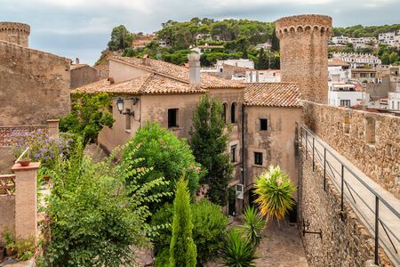 Old house and fortification wall in Tossa de Mar, Costa Brava - Spain 版權商用圖片