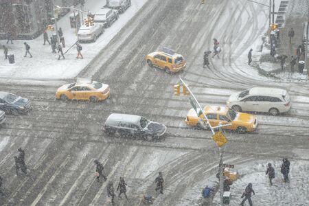 birds eye view of a snowy day in new york city intersection Standard-Bild