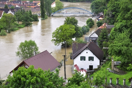 Overstromingen rivier Luznice, Tsjechië, dorp - Bechyne