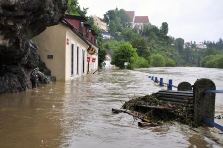 immobilien: Bechyne - JUN 2: Flooding in Bechyne. Swollen river Luznice. Jun 2, 2013, Czech Republic