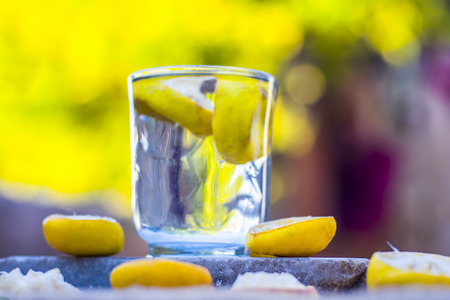 Lemon water/lemonade with slices of lemons/Citrus × limon. Zdjęcie Seryjne