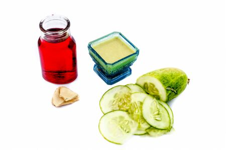 Best face pack to remove tan and to soothe sunburns isolated on white i.e. Cucumber pulp well mixed with fuller's earth powder,rose water.Entire ingredients present on the surface. Standard-Bild - 124568126