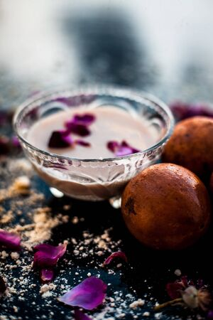 Perfect remedy for dry feet on wooden surface i.e. Chikoo pulp in a bowl well mixed with Castor oil and besan flour. Stock Photo