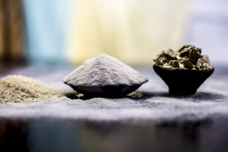 Remedy for smooth hair on wooden surface consisting of rice flour and rice grains well mixed with mulpani mitti or multani mitti. Фото со стока