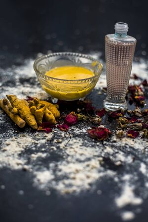 Gram flour or chickpea flour well mixed with turmeric using rose water in a glass bowl and making gram flour face mask for maintaining the pH of the skin. Imagens