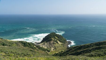 The meeting of two bodies of water - the Tasman Sea and the Pacific Ocean, New Zealand Banque d'images - 128187550