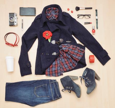 ファッションの秋、ファッション概念のアクセサリーや衣服のスタイリッシュなセット
